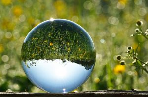 glass-ball-2181472_640