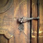 church-door-1927074_640