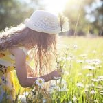 picking-flowers-2432972_640